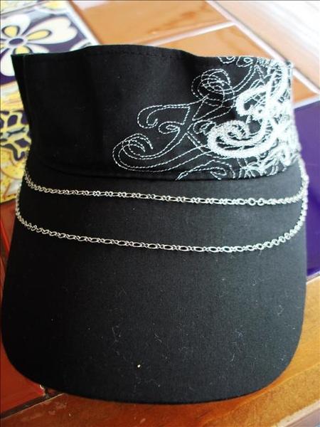 老虎城買的新帽子