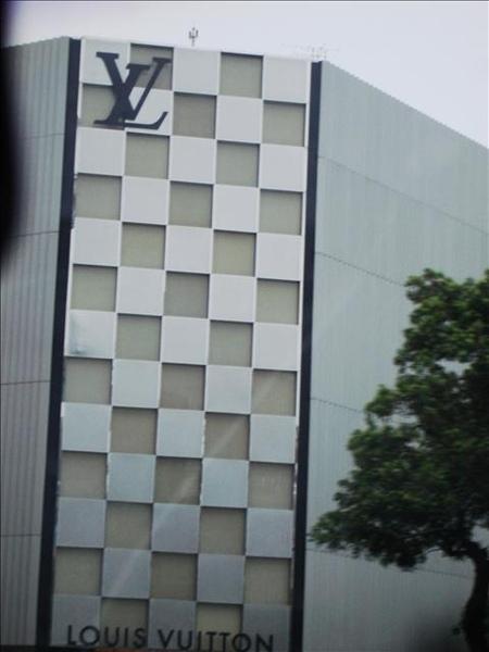 LV專賣店..(照這作啥= =?)
