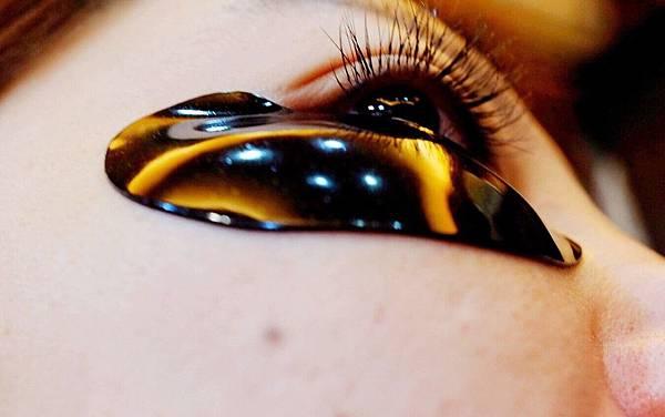 維密天使推薦111SKIN黑鑽光速全能眼膜-黑眼圈熊貓眼推薦_191216_0016.jpg