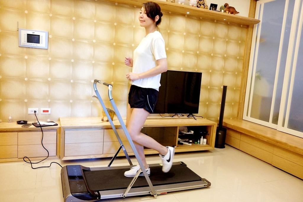 輝葉家用平板跑步機-小坪數跑步機_201127_6.jpg