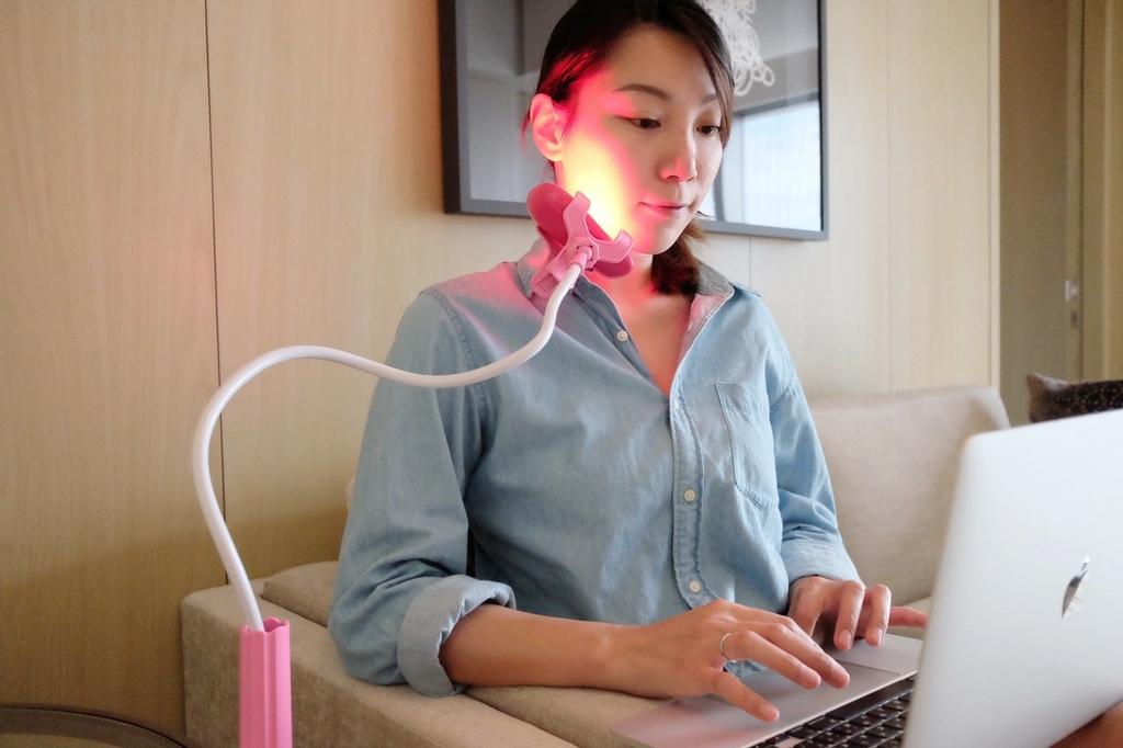美容小家電|YOUFE LED紅光儀評價ptt聽說不如自己用,實測10分鐘驚見小V臉緊緻變化