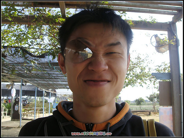 被阿啾弄壞的太陽眼鏡鏡片= =