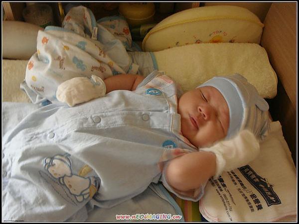 2009-6-19 張小寶表情特多~~