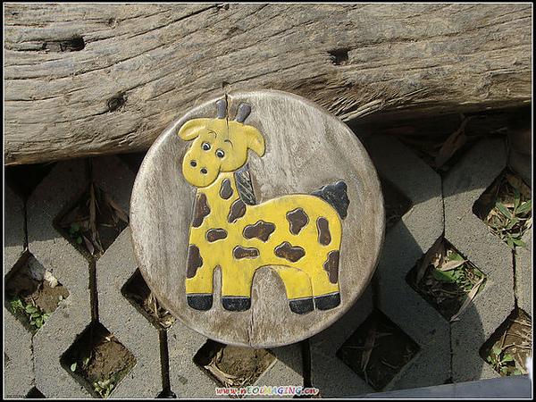 可愛的板凳 長頸鹿