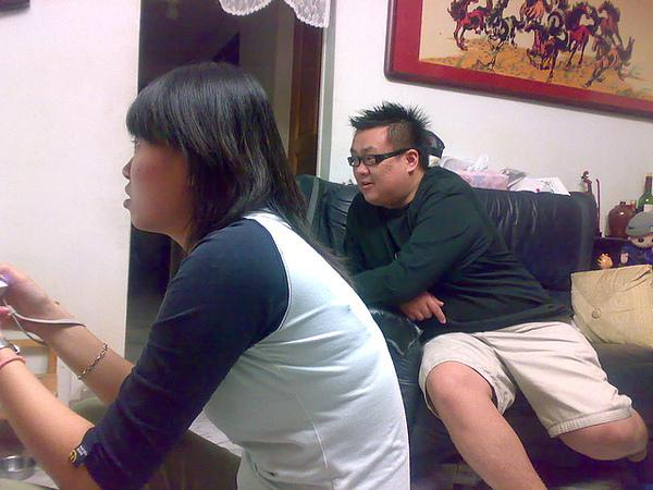 王小慧這時在玩超級瑪莉