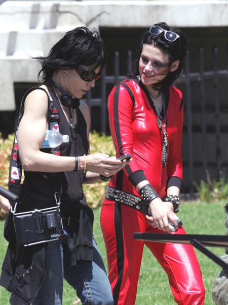 20090730-Kristen Stewart+Joan Jett-02.jpg