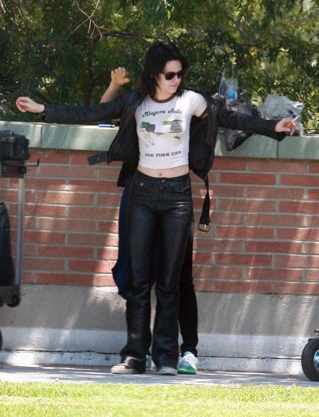 20090730-Kristen Stewart Set The Runaways -10.jpg