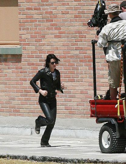 20090730-Kristen Stewart Set The Runaways -31.jpg