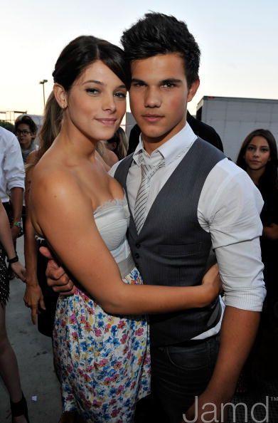 20090809-Taylor Lautner at Teen Choice Awards 2009-16(&Ashley ).jpg