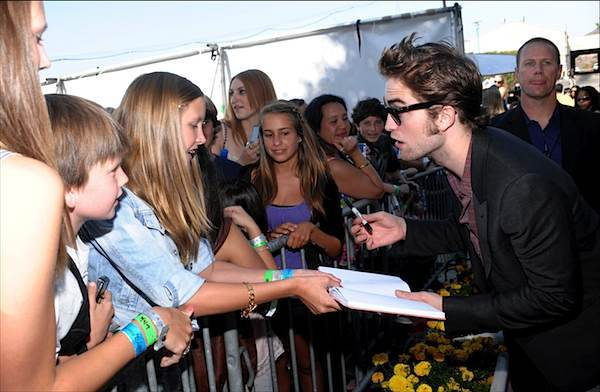 20090809-Robert and fans at the TCA-01.jpg