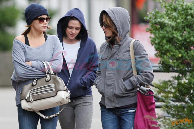 20090906- Kristen, Nikki and Elizabeth-26.jpg