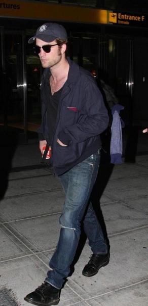 20090726-Rob in JFK-60.JPG