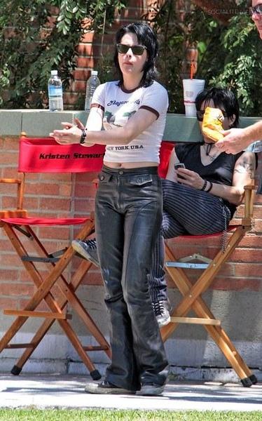 20090730-Kristen Stewart Set The Runaways -02.jpg