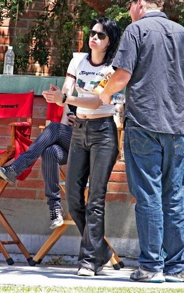 20090730-Kristen Stewart Set The Runaways -06.jpg