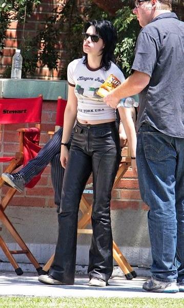 20090730-Kristen Stewart Set The Runaways -07.jpg