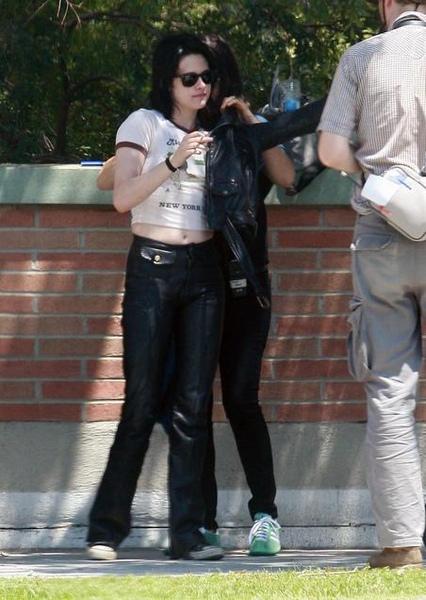 20090730-Kristen Stewart Set The Runaways -09.jpg
