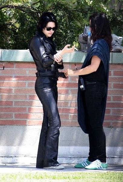 20090730-Kristen Stewart Set The Runaways -12.jpg
