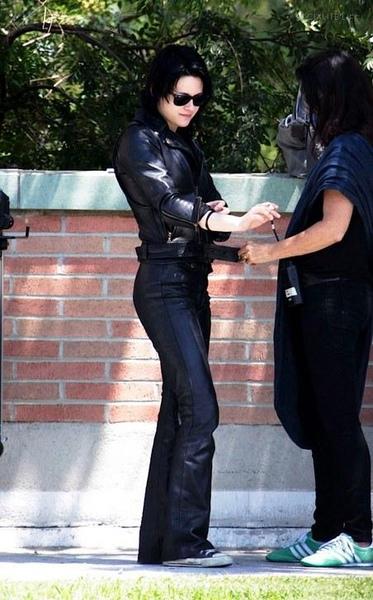 20090730-Kristen Stewart Set The Runaways -13.jpg