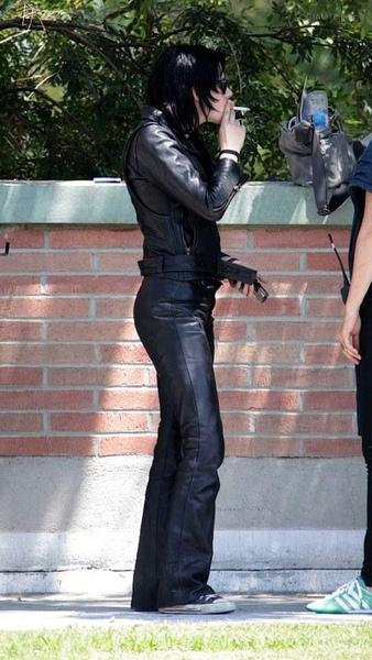 20090730-Kristen Stewart Set The Runaways -18.jpg