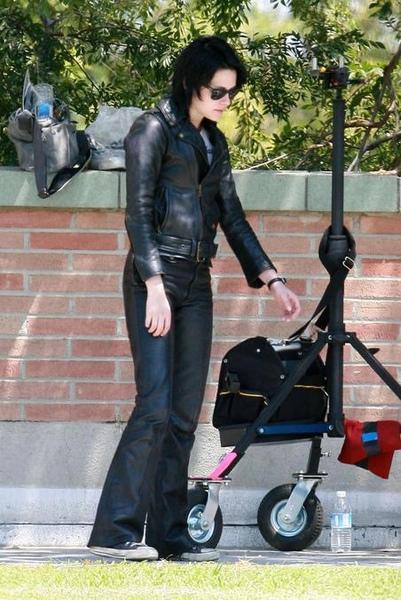 20090730-Kristen Stewart Set The Runaways -20.jpg