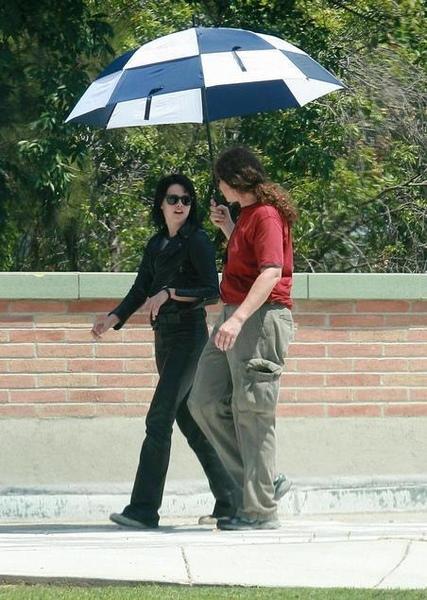 20090730-Kristen Stewart Set The Runaways -21.jpg