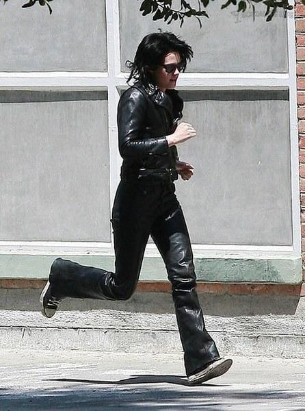 20090730-Kristen Stewart Set The Runaways -24.jpg