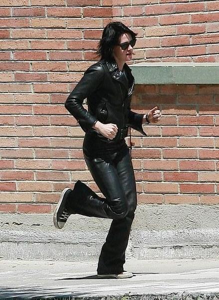 20090730-Kristen Stewart Set The Runaways -29.jpg