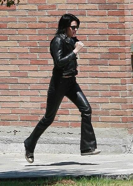 20090730-Kristen Stewart Set The Runaways -32.jpg