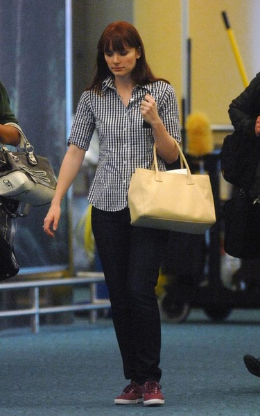 20090803-Bryce Dallas Howard arrived in Vancouver-01.jpg