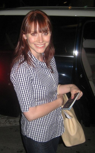 20090803-Bryce Dallas Howard arrived in Vancouver-02.jpg