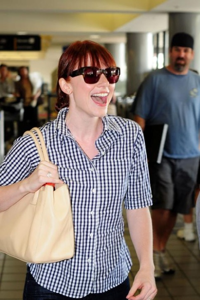 20090803-Bryce Dallas Howard arrived to Vancouver-02.JPG