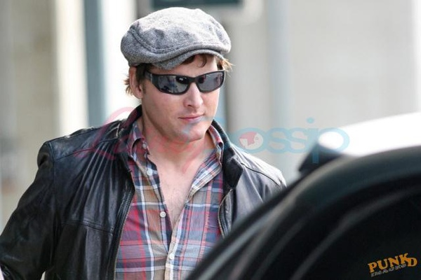 20090804-Peter Facinelli arrived today in Vancouver -02.jpg