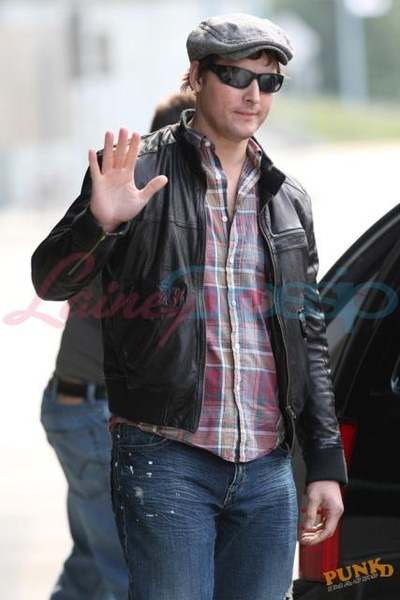 20090804-Peter Facinelli arrived today in Vancouver -06.jpg