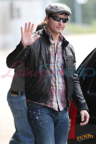 20090804-Peter Facinelli arrived today in Vancouver -07.jpg