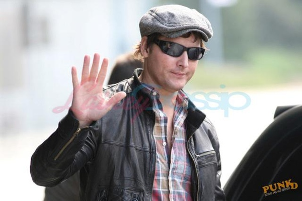 20090804-Peter Facinelli arrived today in Vancouver -08.jpg