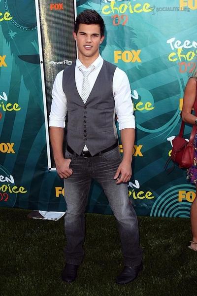 20090809-Taylor Lautner at Teen Choice Awards 2009-10.jpg