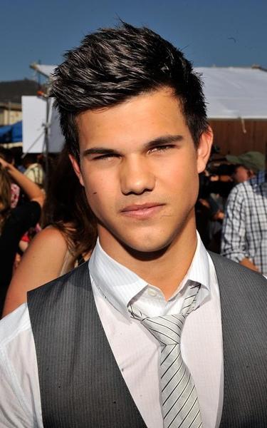 20090809-Taylor Lautner at Teen Choice Awards 2009-14.jpg