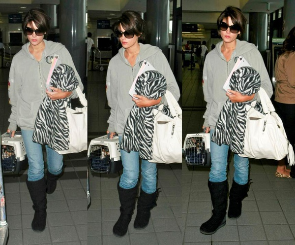 20090810-Ashley Greene at LAX-10x.JPG