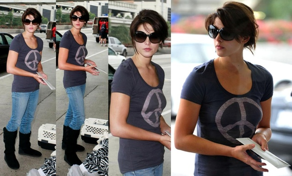 20090810-Ashley Greene at LAX-23x.JPG