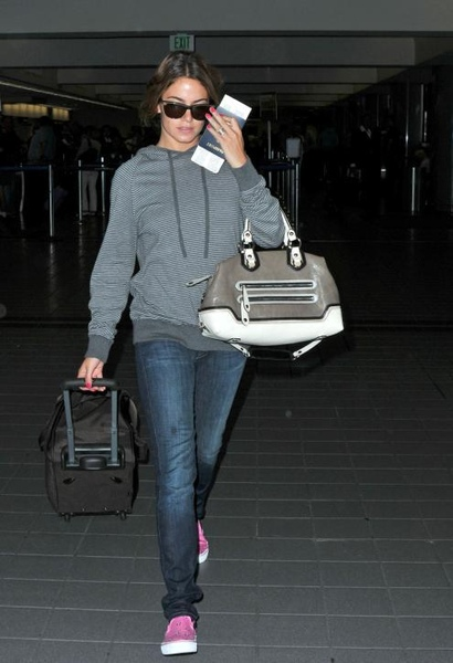 20090810-Nikki Reed at LAX-01.JPG