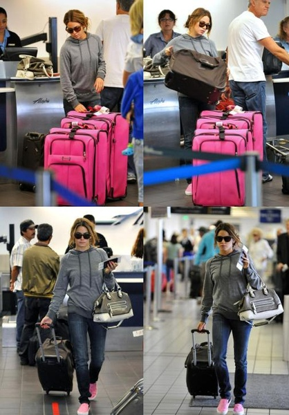 20090810-Nikki Reed at LAX-02.JPG