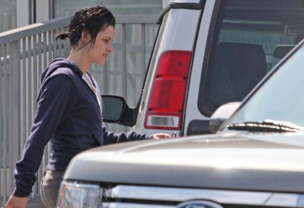 20090817-Kristen Stewart Leaving the Set-13.JPG
