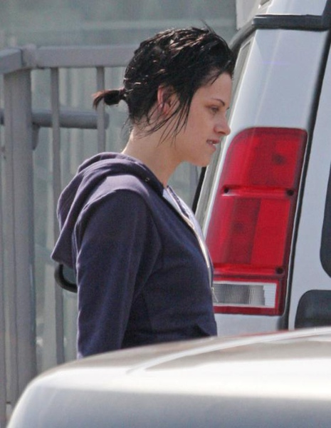 20090817-Kristen Stewart Leaving the Set-14.JPG