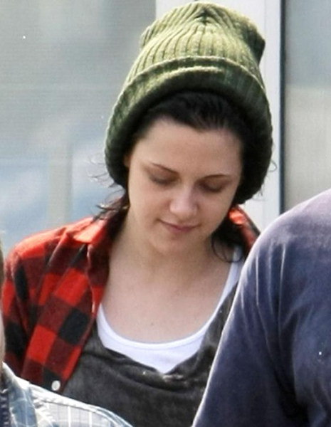 20090819-Kristen Stewart Leaving the Set-02.JPG