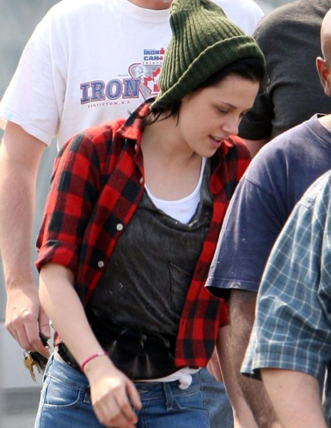 20090819-Kristen Stewart Leaving the Set-07.JPG