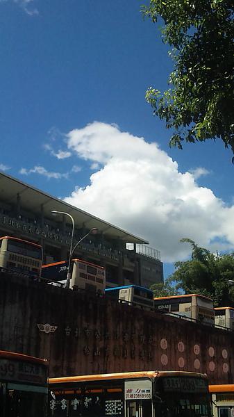 這雲看起來好好吃(!?)