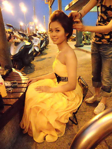 棚外黃色禮服造型六