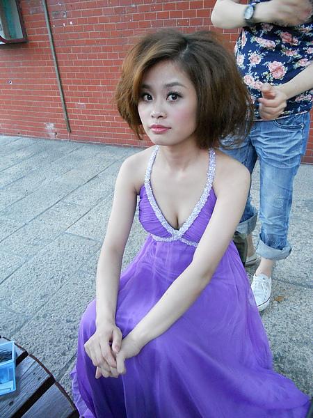 棚外紫色禮服造型五