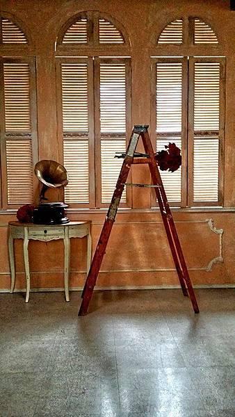 高雄婚紗道具的使用小建議~古董木梯
