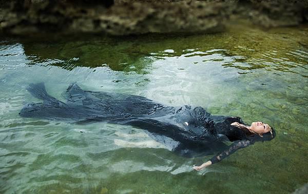 自助婚紗新人【推薦】 Ariel & Vic 水中婚紗【攝影】